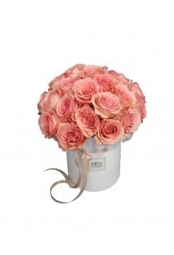 Нежные розы в средней коробочке